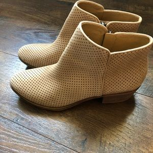 LUCKY BRAND BOOTIES SIZE 8.5 LIKE NEW MAKE OFFER